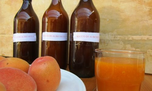 Succhi di frutta all'albicocca fatti in casa – un sapore d'altri tempi!