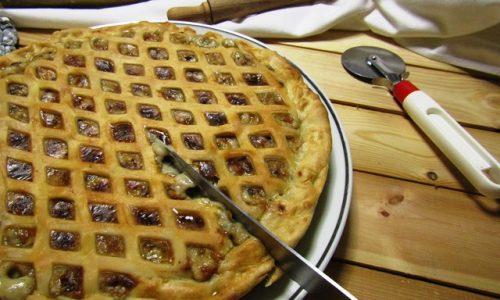 Torta salata funghi e pancetta, l'autunno a tavola.