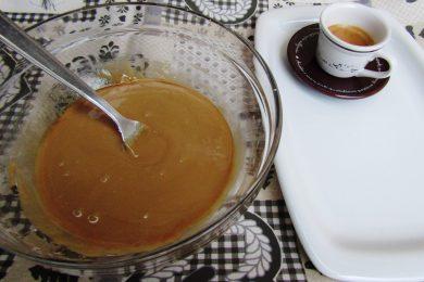 Glassa al caffè, per decorare torte, biscotti e dolci creazioni!