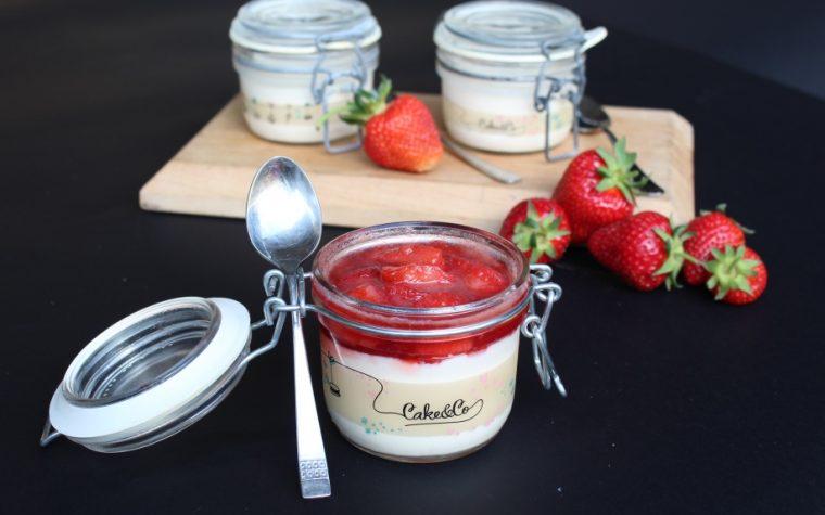 Panna cotta con le fragole sciroppate – dessert facile e squisito!