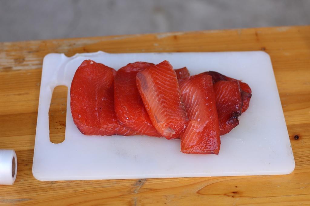Salmone alla Svedese dopo la marinatura di sale e zucchero.