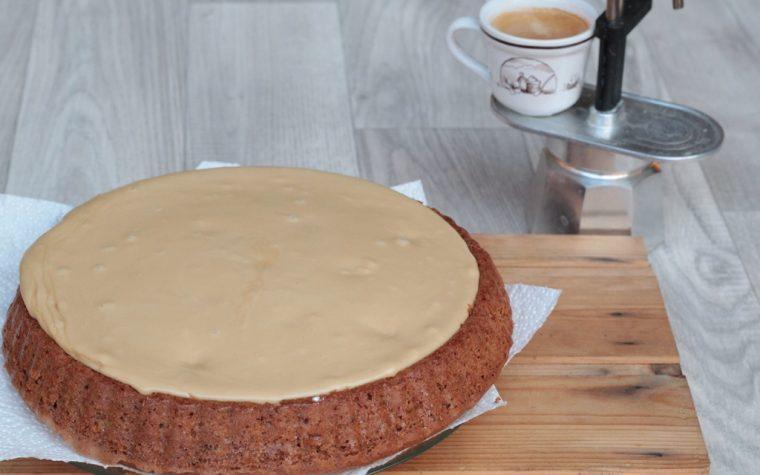 Torta con stampo furbo e glassa al caffè – imperdibile…