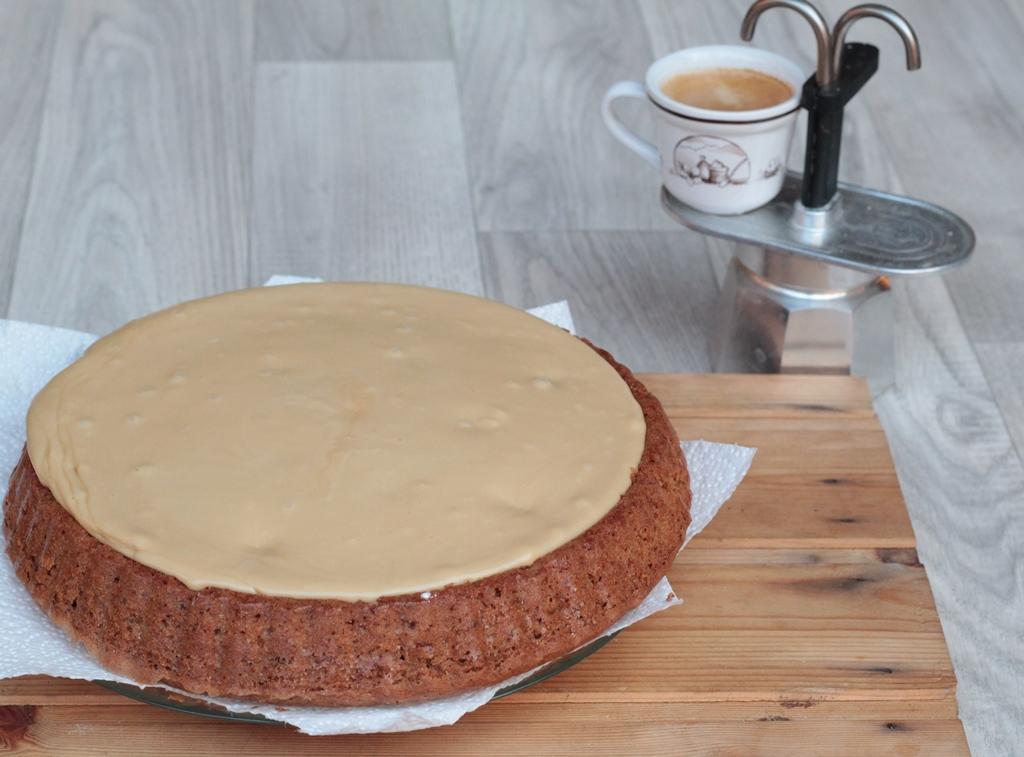 Torta con stampo furbo e glassa al caffè