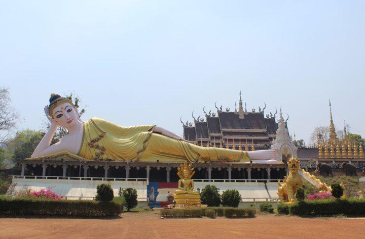 Il Buddha sdraiato di Phrae