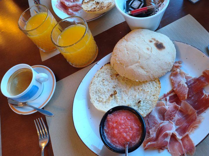 La colazione Spagnola - pan y tomate y jamòn (Pane, Pomodoro, Prosciutto)!