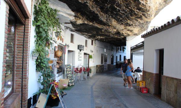 Setenil de Las Bodegas – la città nella roccia