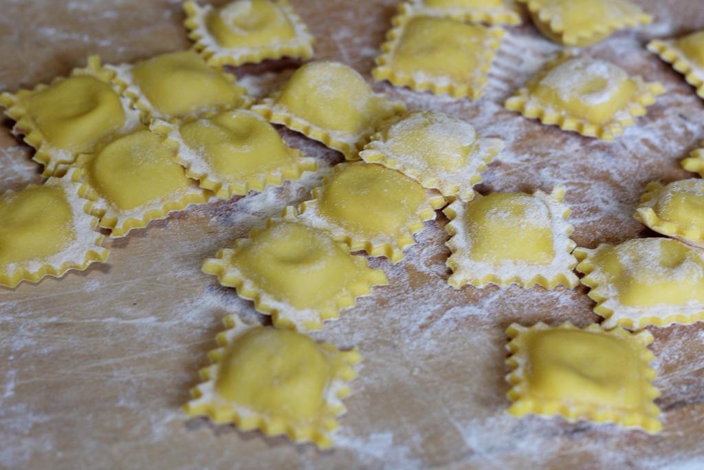 Ricetta Ravioli Per 2 Persone.Ravioli Con Ripieno Di Carne Fatti In Casa Il Soffio Di Zefiro