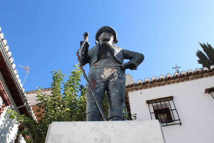La statua di Chorrojumo, il re dei Gitani, al Sacromonte