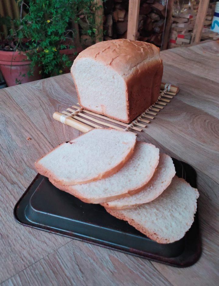 Pan carrè con la macchina del pane